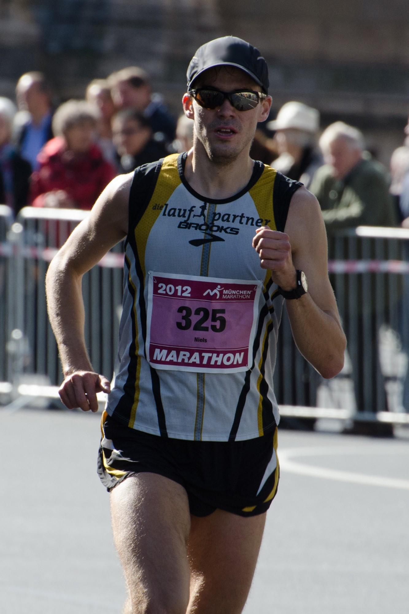Niels Bubel verbessert sich auf 2:26:42 Stunden im Marathon bei der Deutschen Meisterschaft in München - Foto: Lukas Ziegler