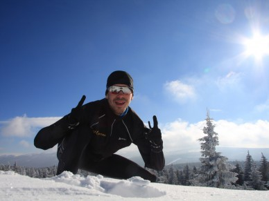 Auf Langlaufskieren macht das Training auch im tiefsten Winter Spaß